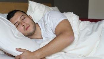 5 Benefits of Placing A Pillow Between Legs When Sleeping